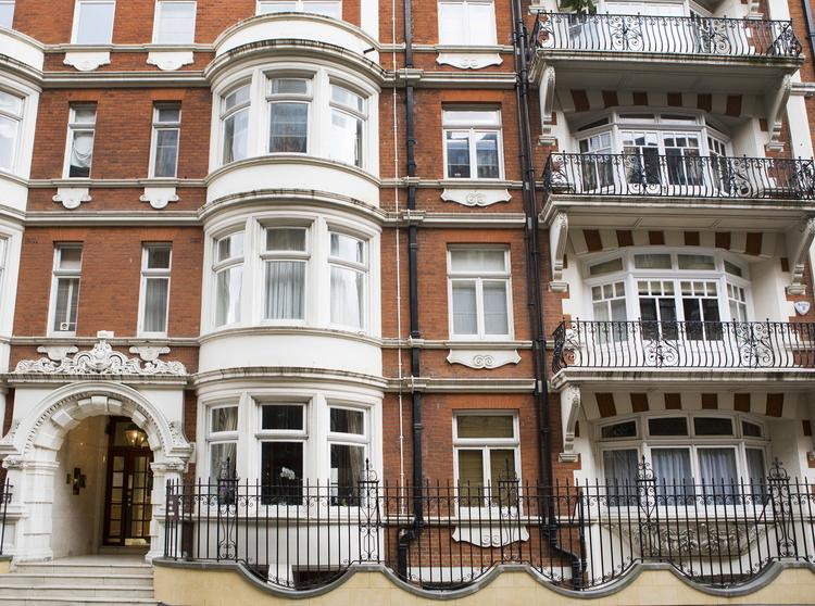 17 Basil Mansions, Basil Street, Knightsbridge, London