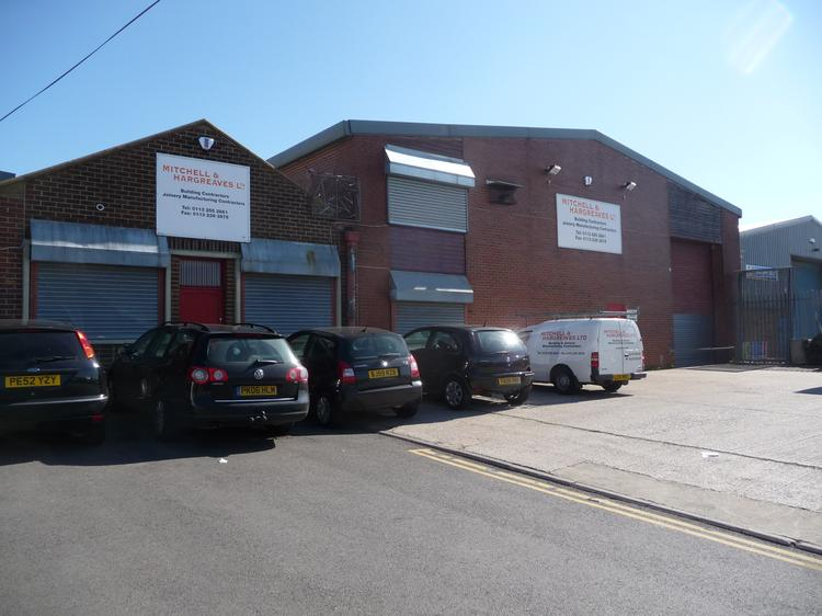 INDUSTRIAL UNIT WITH OFFICES