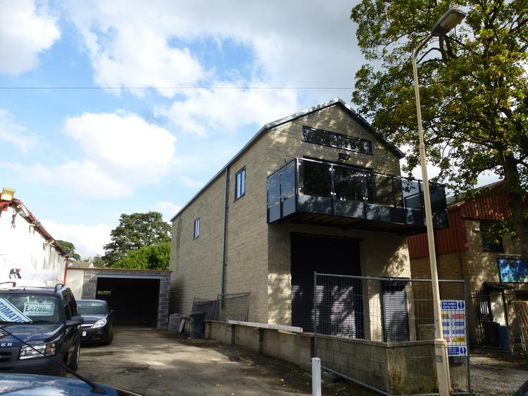 NEW BUILD WORKSHOP PREMISES WITH LUXURY 2-BED APARTMENT OVER